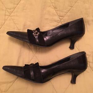 Vintage kitten heeled black shoes, snake detail
